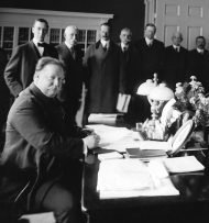 President William Howard Taft signs the New Mexico statehood bill.