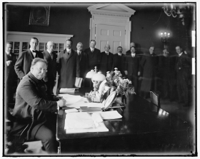 President William Howard Taft signs the New Mexico statehood bill