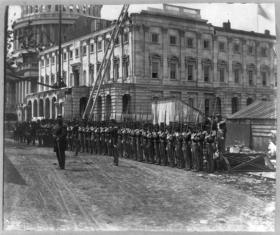 Soldiers before the Capitol during the Civil War