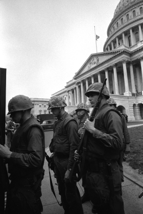 Soldiers before the Capitol in 1968